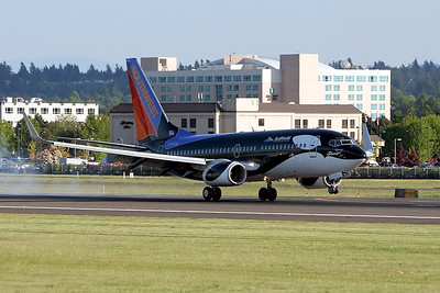 "N713SW ""Shamu""  PDX - Portland International Airport  Boeing 737-7H4  Southwest Airlines"