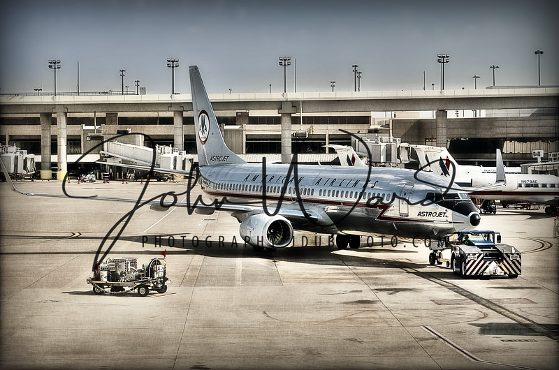American Airlines 737 in AstroJet paint scheme