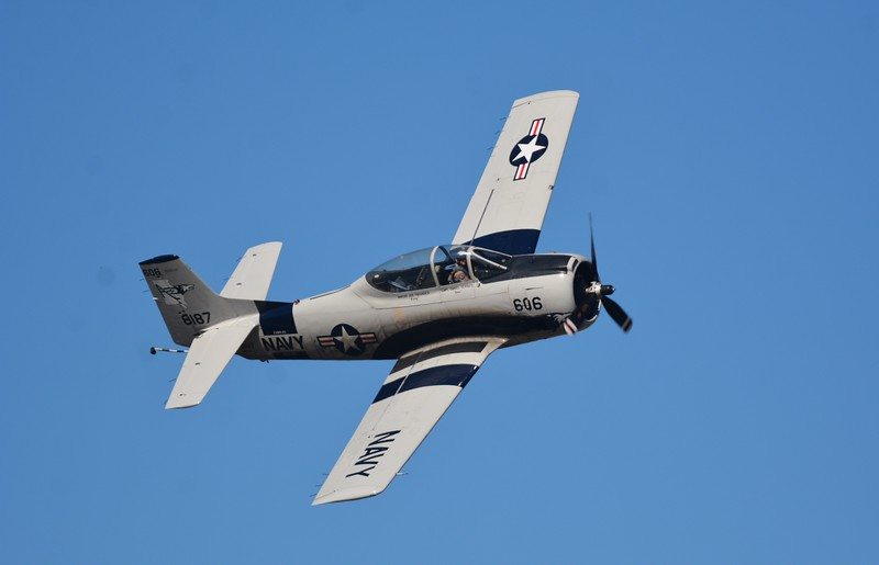 This is the T-28 Trainer aircraft that the Navy used after WWII and through Vietnam. It was primarily a trainer aircraft but served in combat roles too.