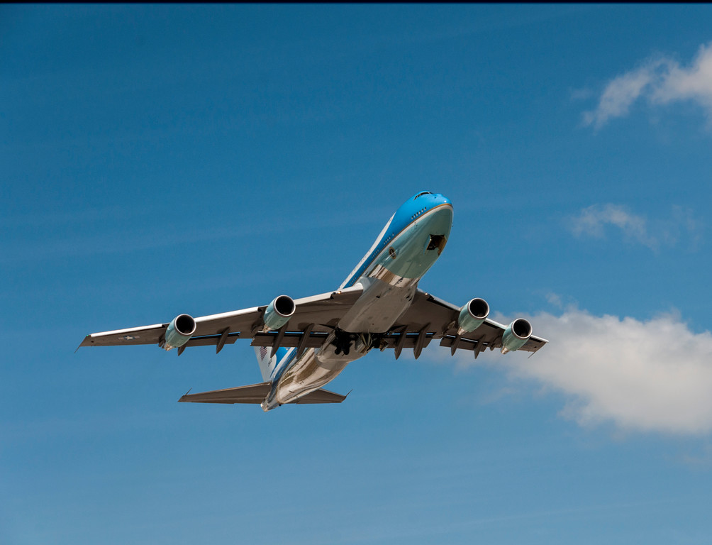 Airforce One take off