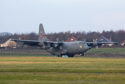 80-0324. Lockheed C-130H Hercules. USAF. Prestwick. 281114.