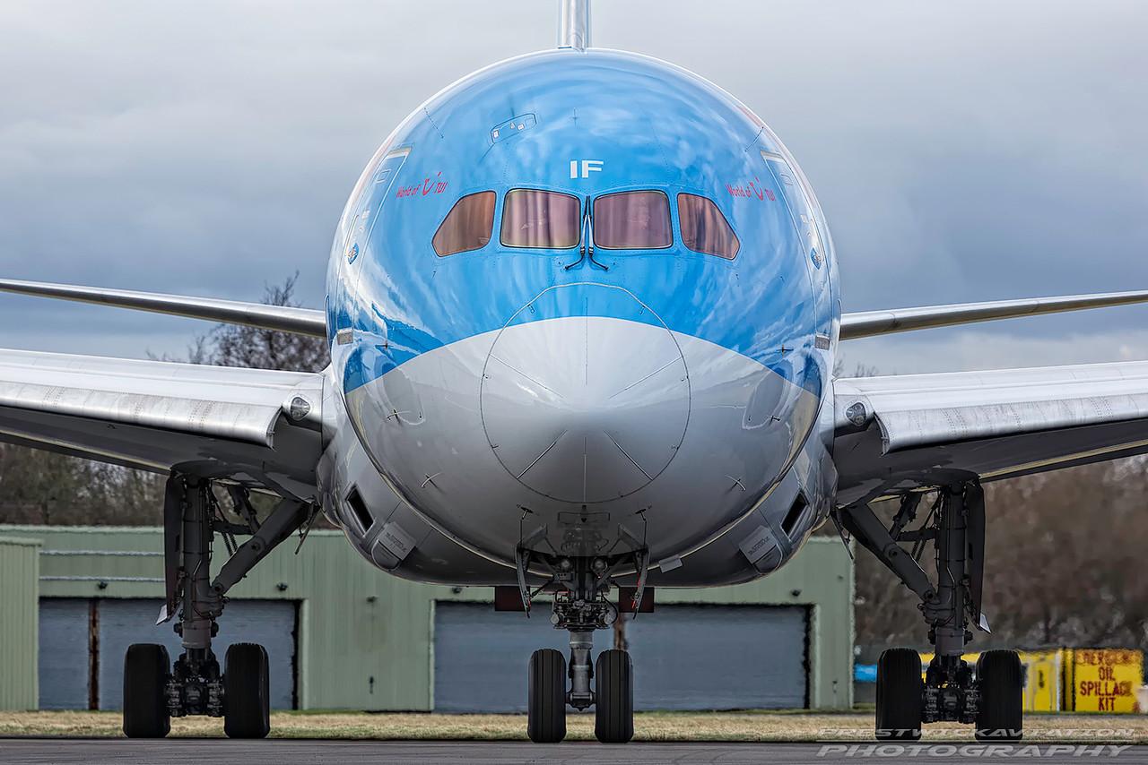G-TUIF. Boeing 787-8 Dreamliner. Thomson Airways. Prestwick. 110217.