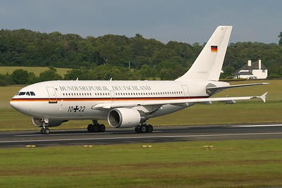 10+22. Airbus A310-304. German Air Force. Prestwick. 080705.