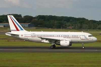 F-RBFA. Airbus A319-115X CJ. French Air Force. Prestwick. 080705.