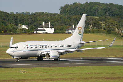 ZS-RSA. Boeing 737-7ED BBJ. South African Air Force. Prestwick. 080705.
