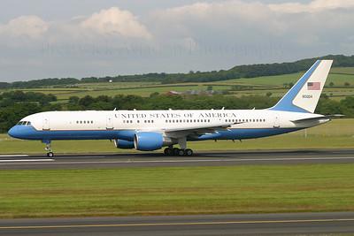 99-0004. Boeing C-32A. USAF. Prestwick. 080705.