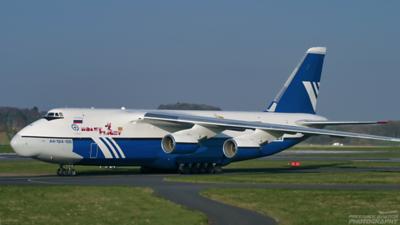 RA-82068. Antonov An-124-100 Ruslan. Polet Airlines. Prestwick 240405.