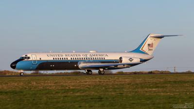 73-1683. McDonnell Douglas VC-9C. USAF. Prestwick. 110409.