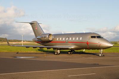 OE-INT. Canadair Challenger 605. VistaJet. Prestwick. 160811.