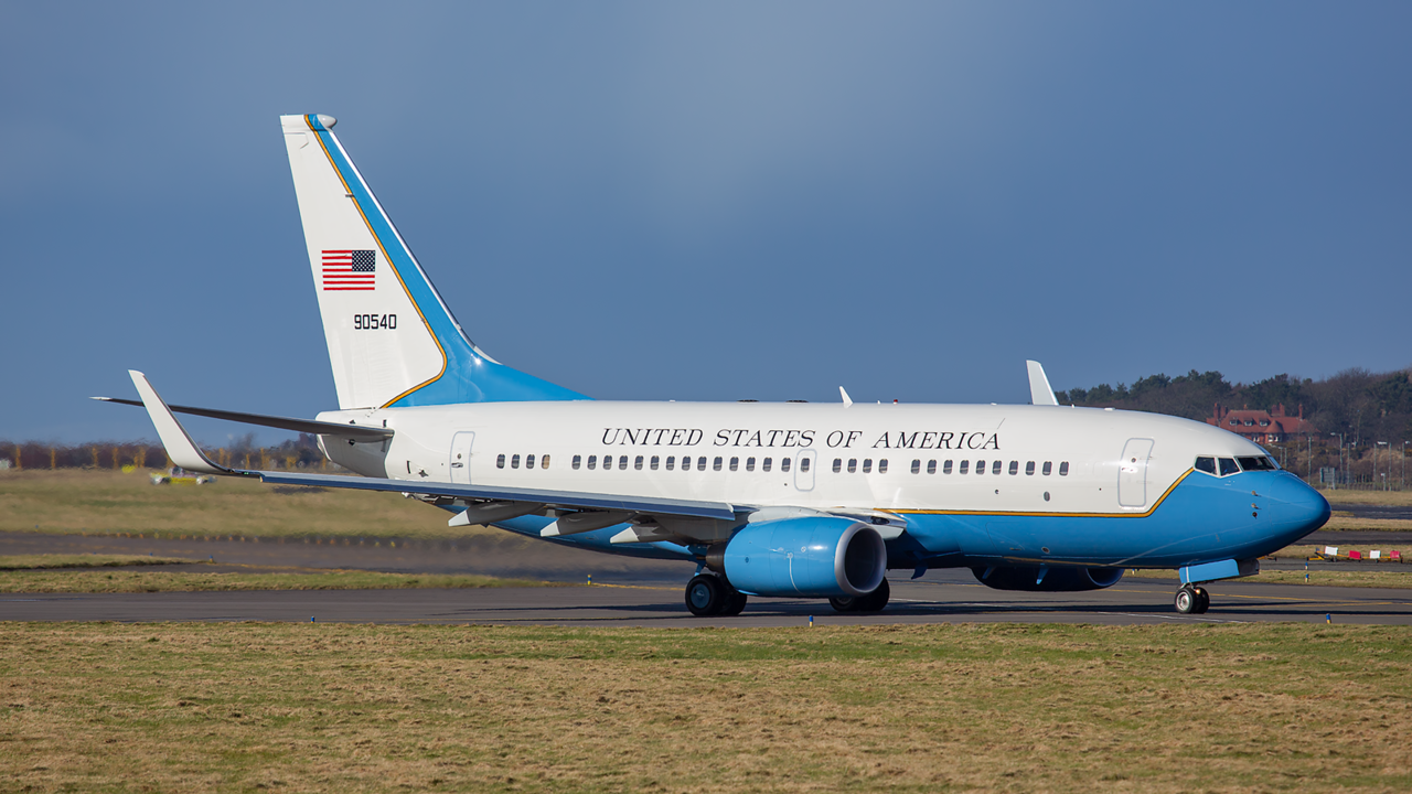 09-0540. Boeing C-40C BBJ. USAF. Prestwick. 040315.
