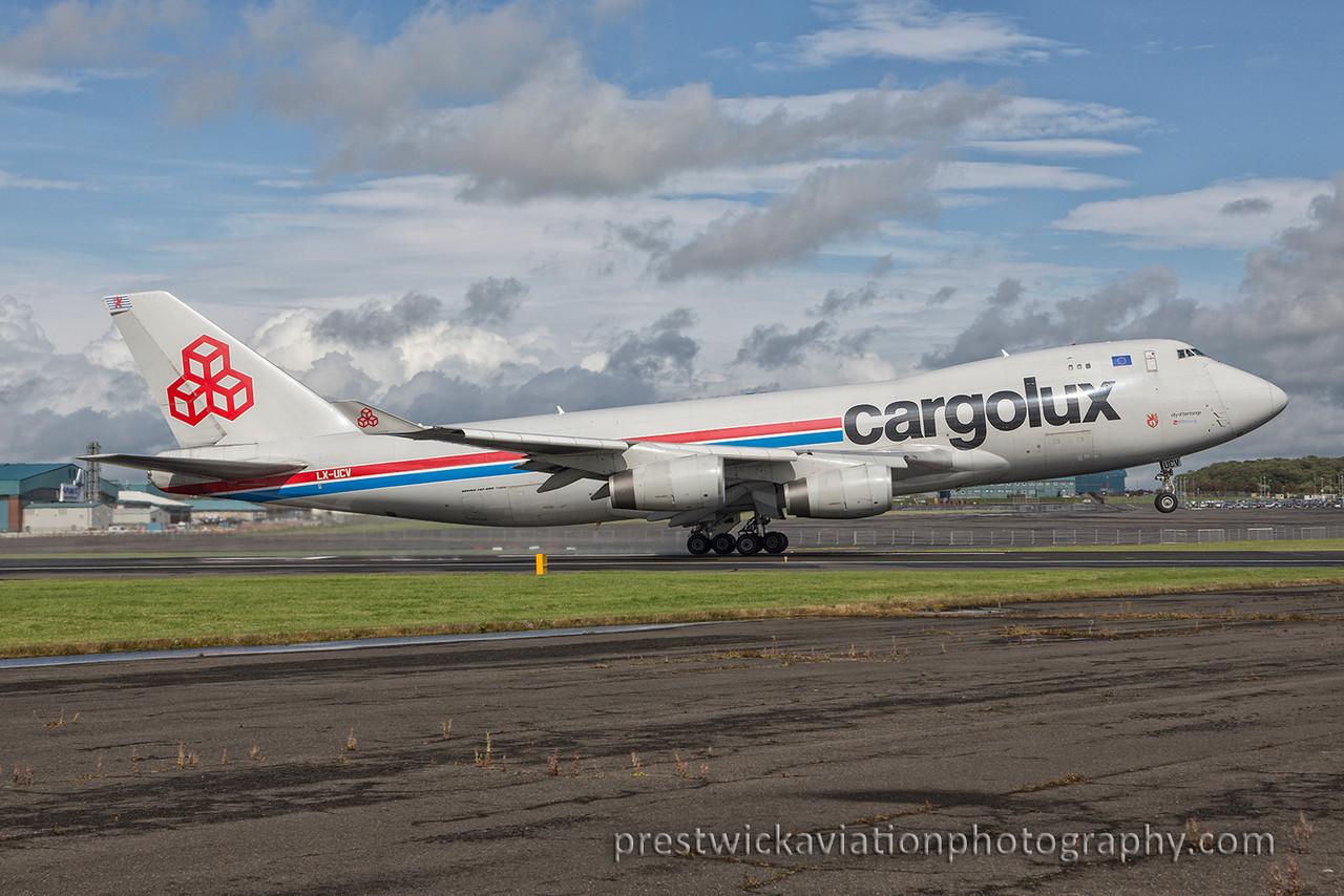LX-UCV. Boeing 747-4R7F/SCD. Cargolux. Prestwick. 270815.