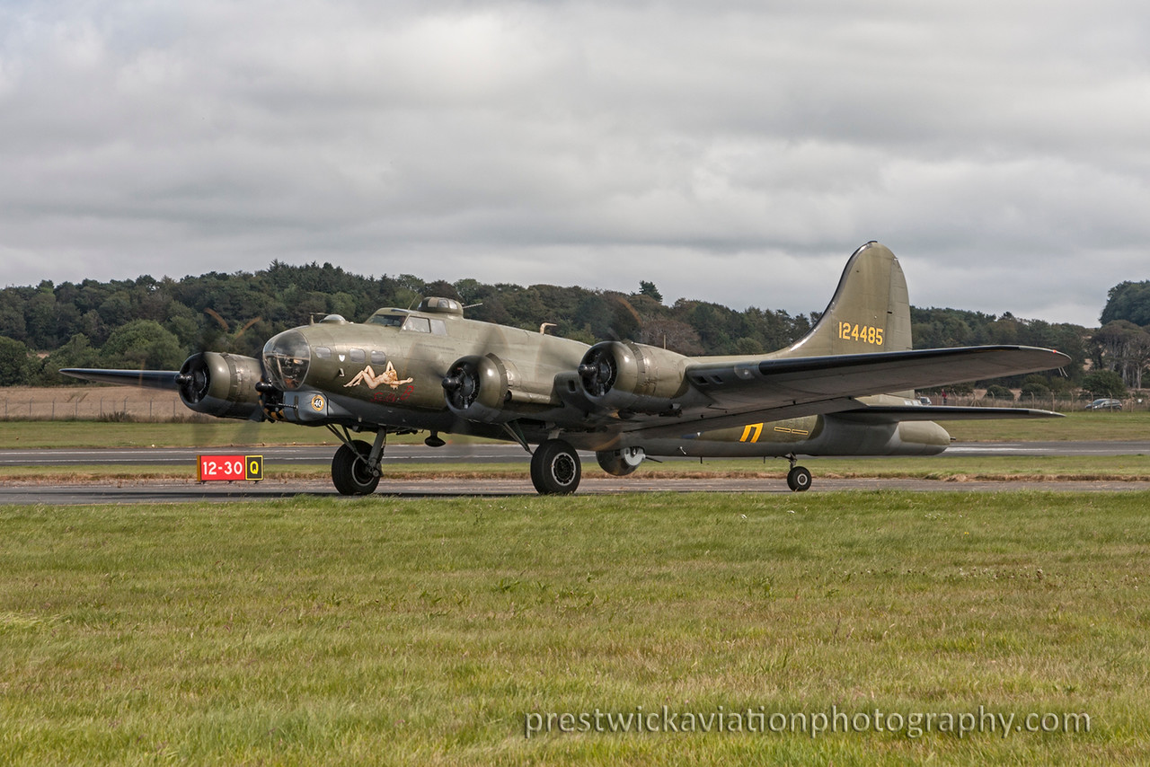 124485. Boeing B-17G Flying Fortress. Untitled. Prestwick. 060915.