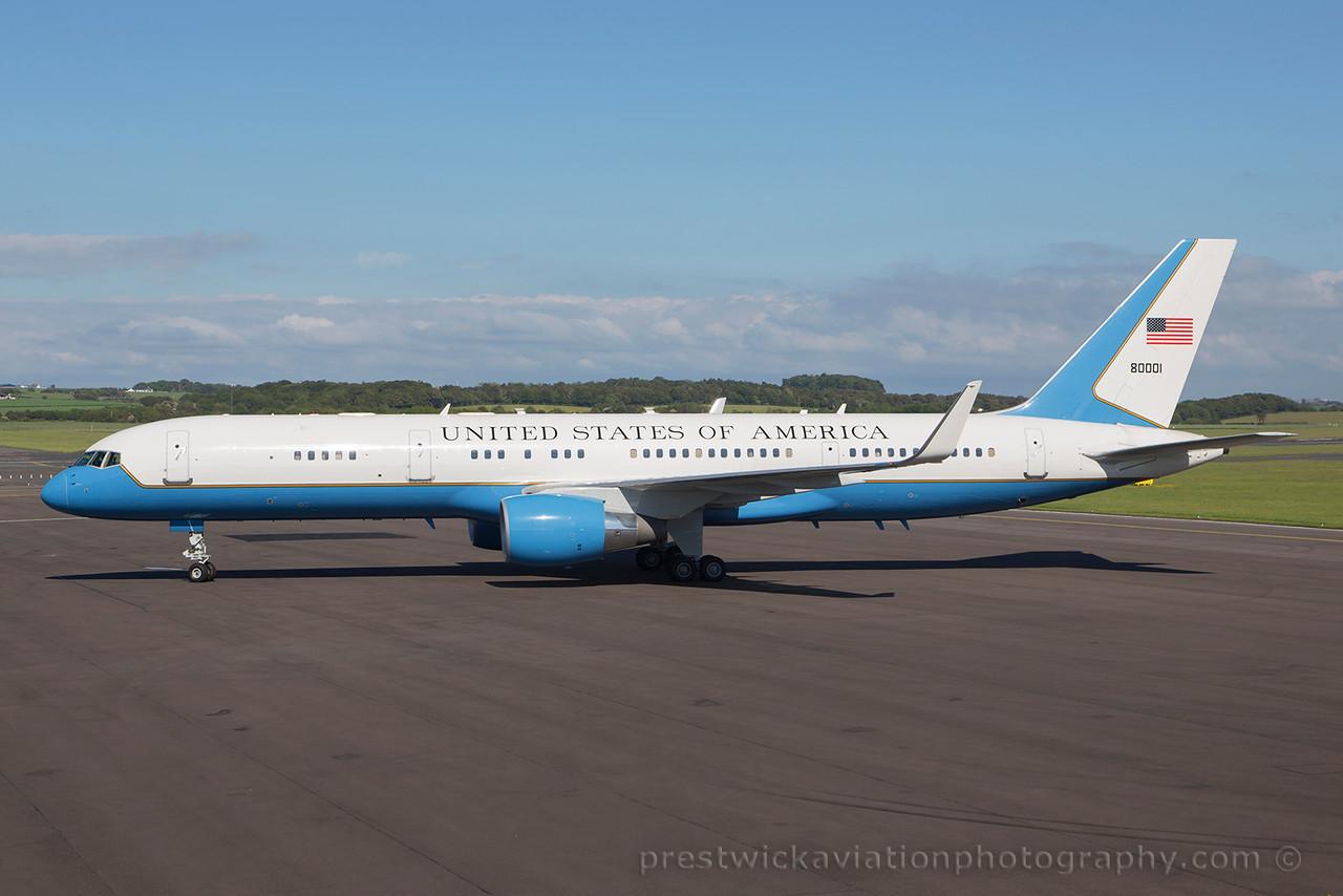 98-0001. Boeing C-32A. USAF. Prestwick . 230615.