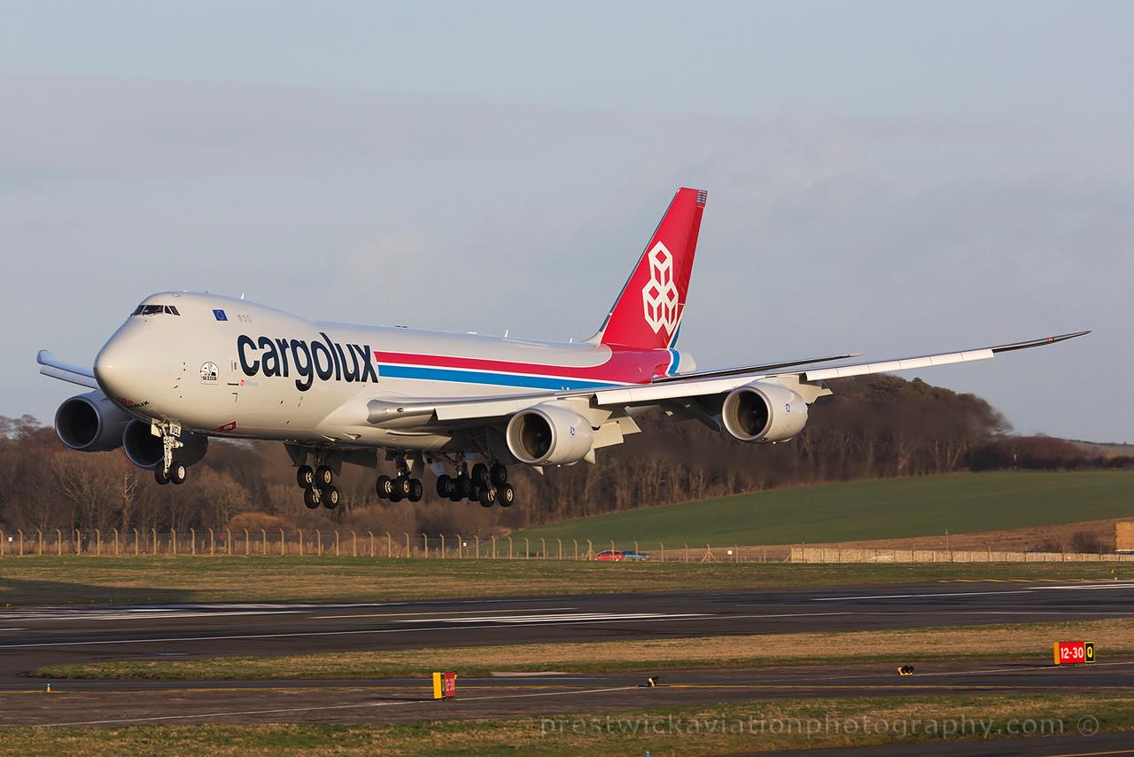 LX-VCL. Boeing 747-8R7F/SCD. Cargolux. Prestwick. 080315.