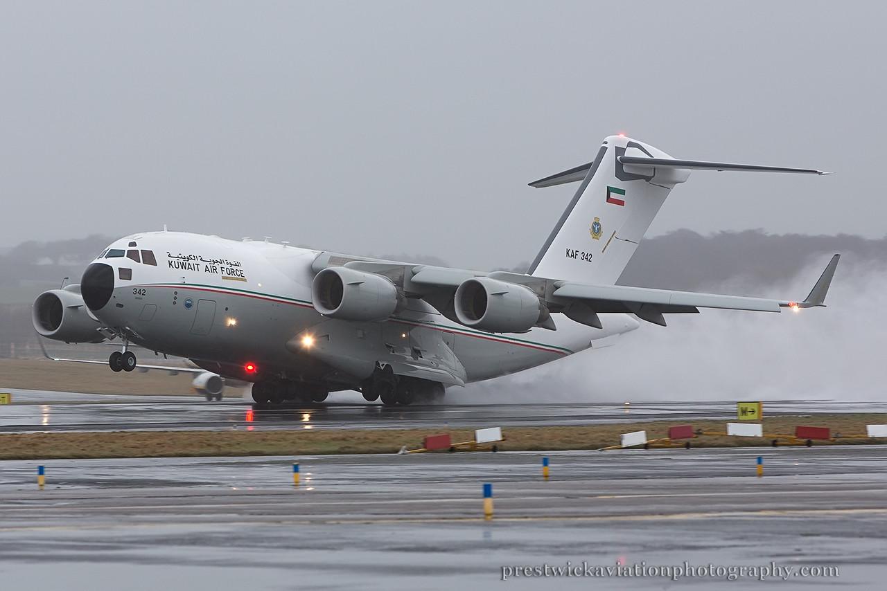 KAF 342. Boeing C-17A Globemaster III. Kuwait Air Force. Prestwick. 110115.