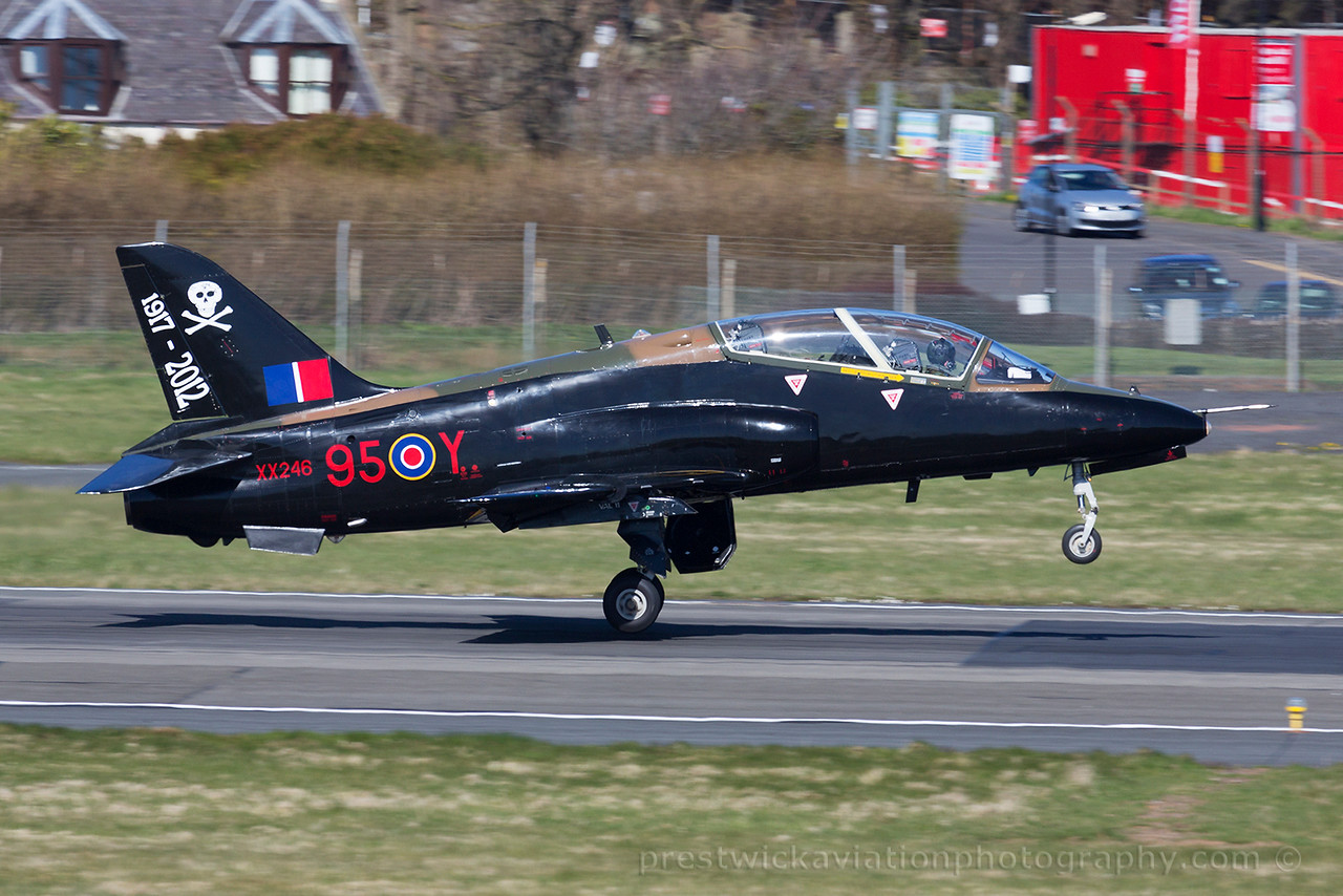 XX246. British Aerospace Hawk T1A. RAF. Prestwick. 180415.