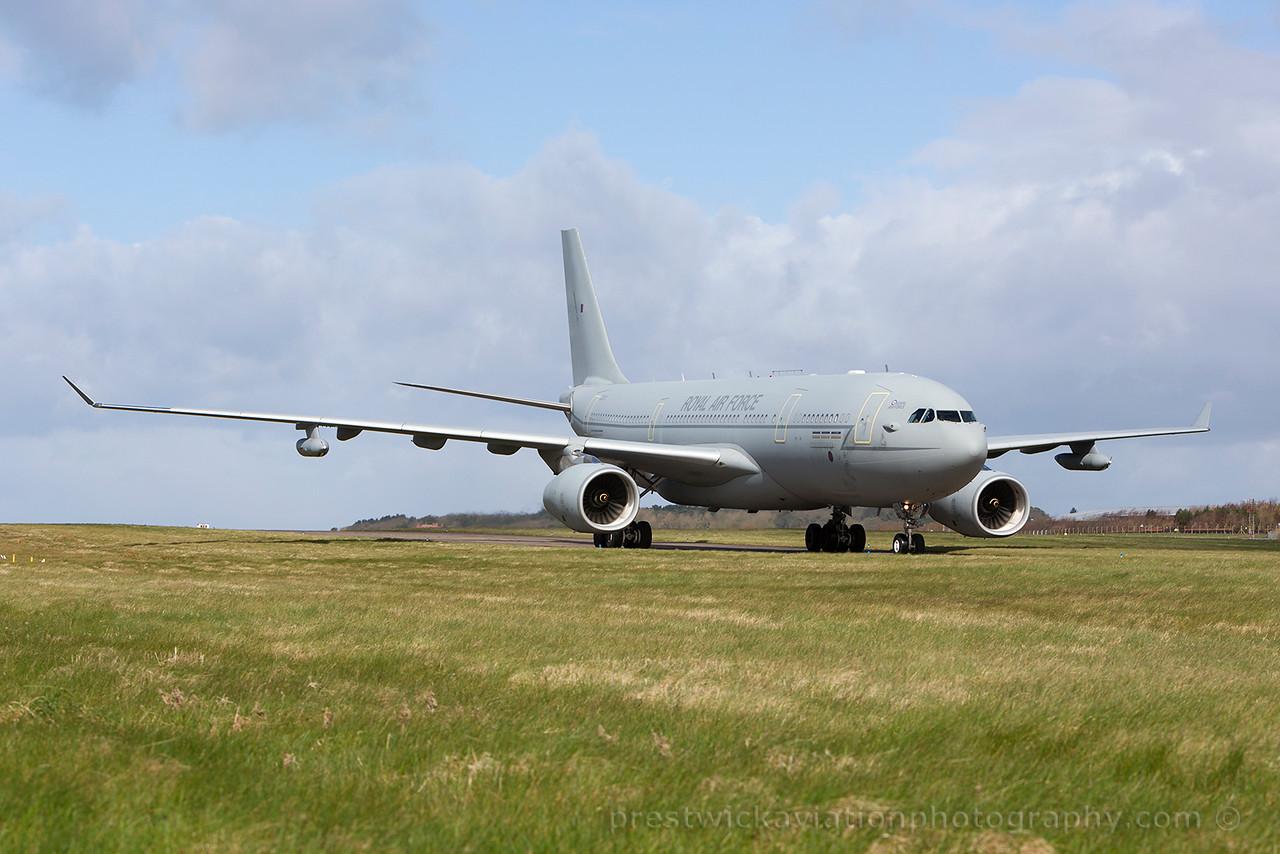 ZZ331. Airbus A330 Voyager KC2. RAF. Prestwick. 110415.
