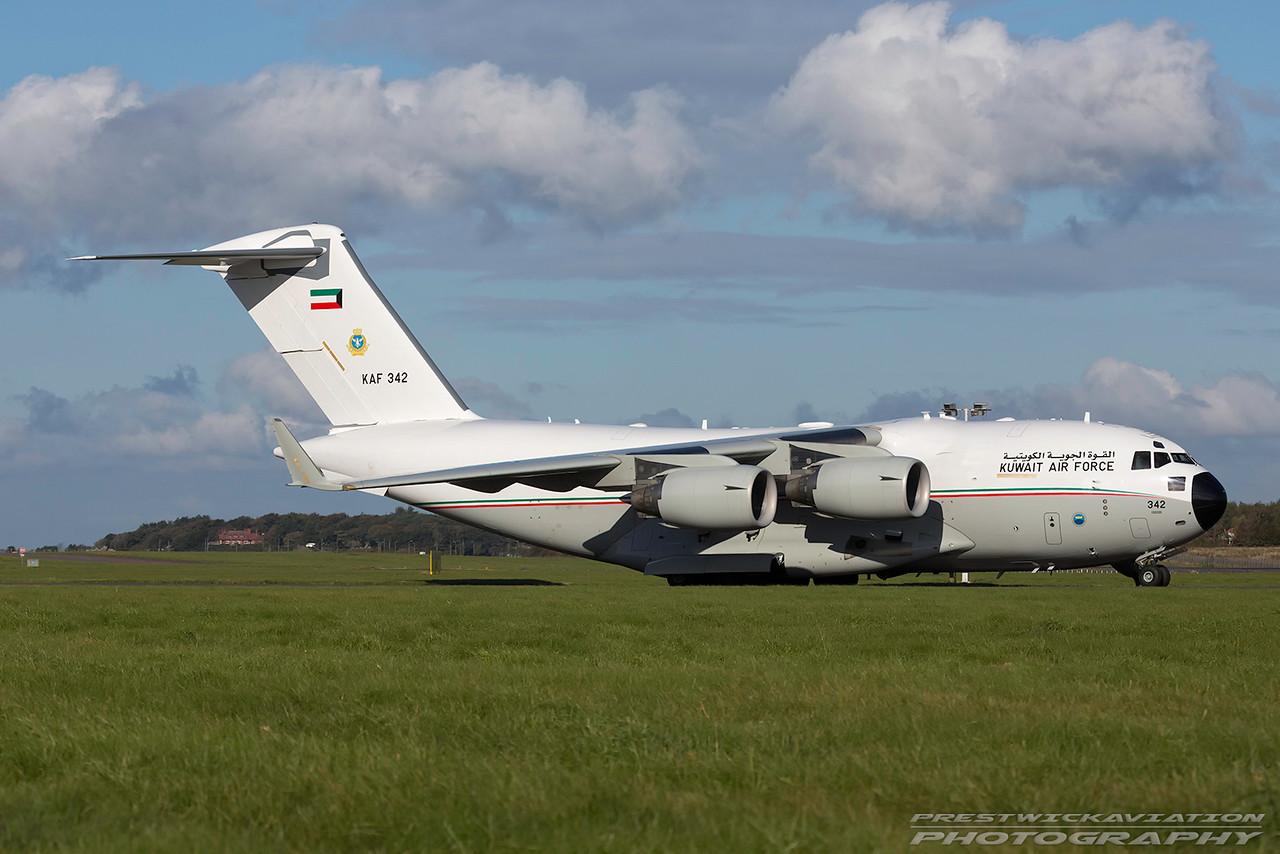 KAF 342. Boeing C-17A Globemaster III. Kuwait Air Force. Prestwick. 121016.