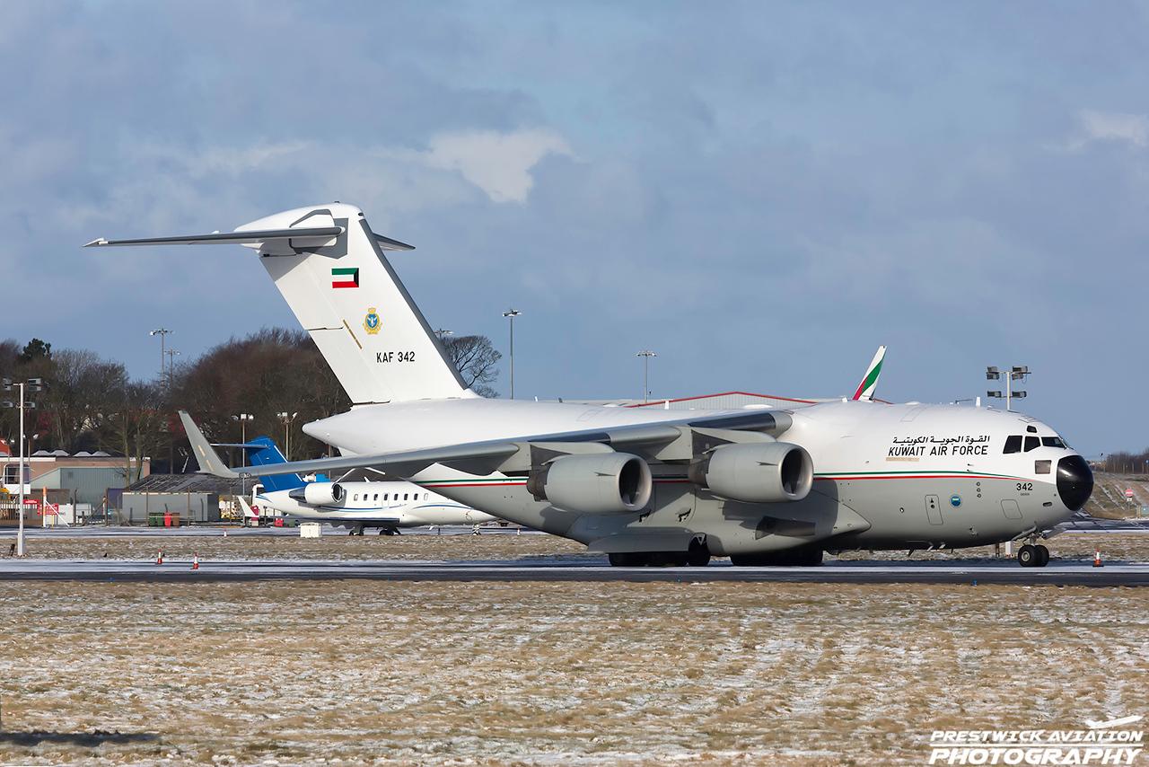 KAF 342. Boeing C-17A Globemaster III. Kuwait Air Force. Prestwick. 010318.