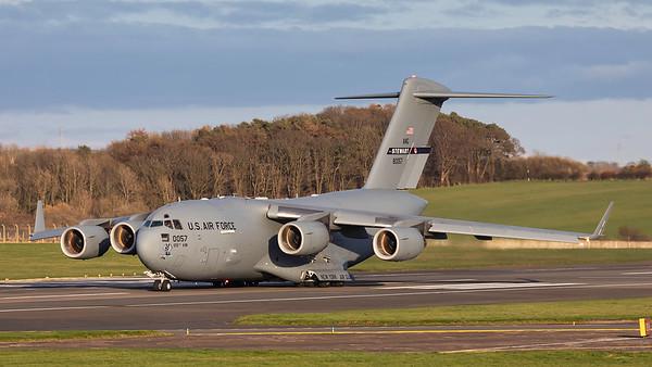 98-0057. Boeing C-17A Globemaster III. USAF. Prestwick. 300319.