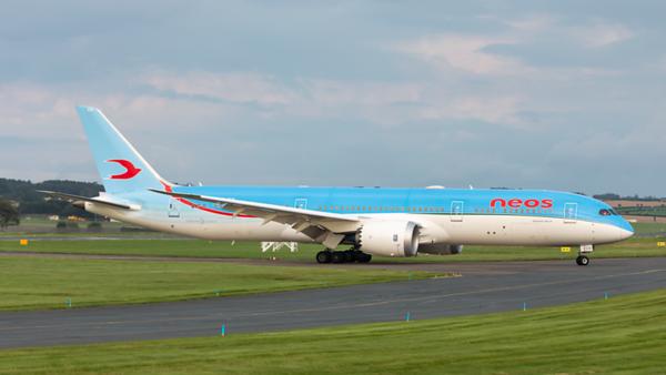 EI-NEW. Boeing 787-9 Dreamliner. Neos. Prestwick. 010819.