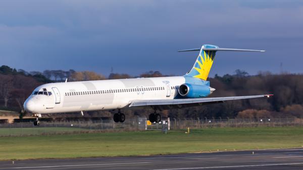 N878GA. McDonnell Douglas MD-83. TezJet Airlines. Prestwick. 151119.