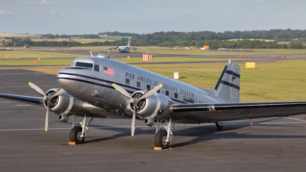 N877MG. Douglas DC-3. Pan American Airways System. Prestwick 150719.