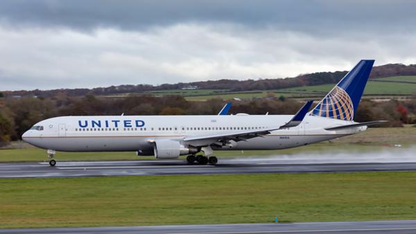 N669UA. Boeing 767-322(ER). United. Prestwick. 031119.