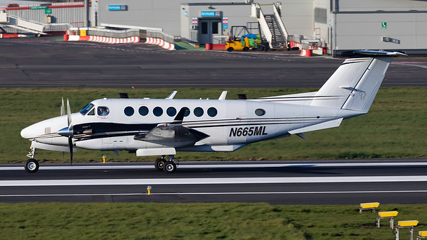 N655ML. Beech 300 Super King Air 350. Private. Prestwick. 130419.