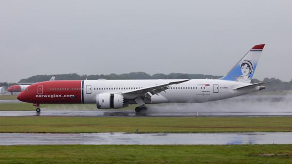 G-CKWE. Boeing 787-9 Dreamliner. Norwegian. Prestwick. 090719.