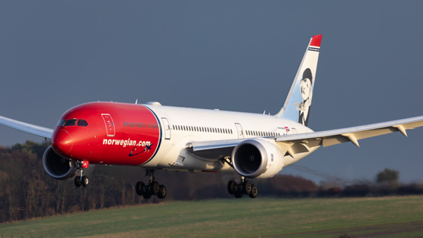 LN-LNI. Boeing 787-9 Dreamliner. Norwegian. Prestwick. 030120.
