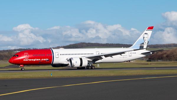 LN-LNK. Boeing 787-9 Dreamliner. Norwegian. Prestwick. 040320.