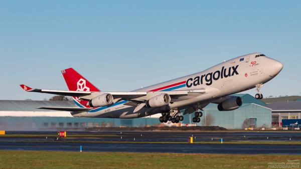 LX-UCV. Boeing 747-4R7F/SCD. Cargolux. Prestwick. 010121.