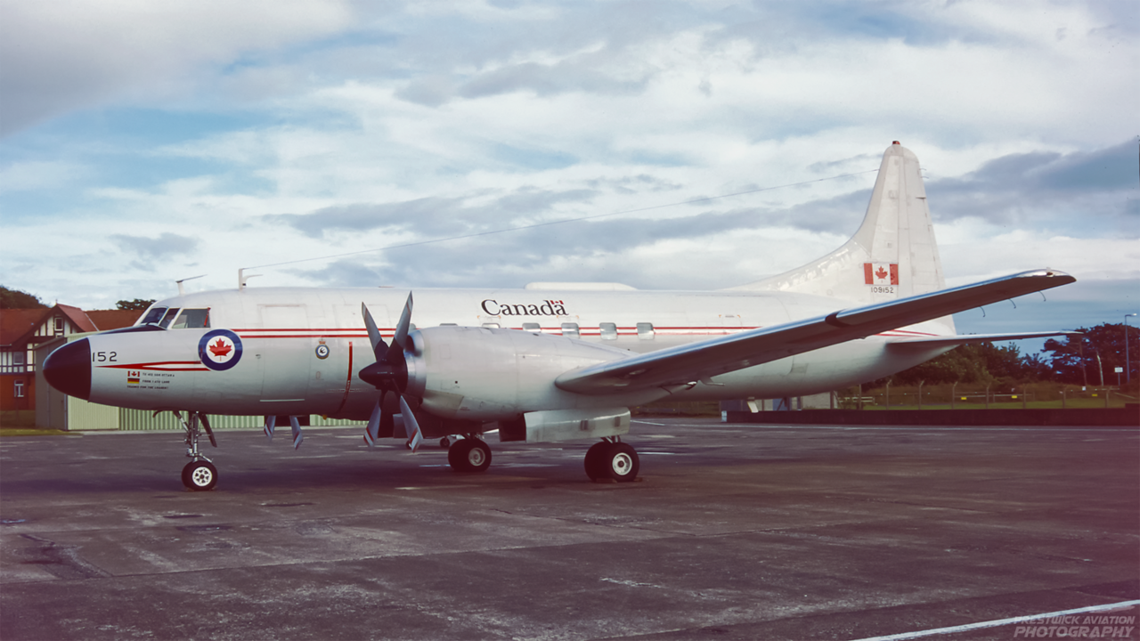 109152. Canadair CC-109 Cosmopolitan. Canadian Armed Forces. Prestwick. August 1988.