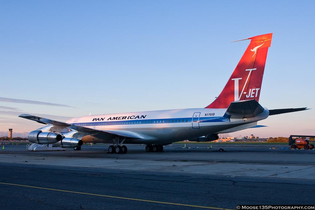 http://www.moose135photography.com/Airplanes/QANTAS-707/i-c6Xmxch/0/XL/JM20111028PanAm002-XL.jpg