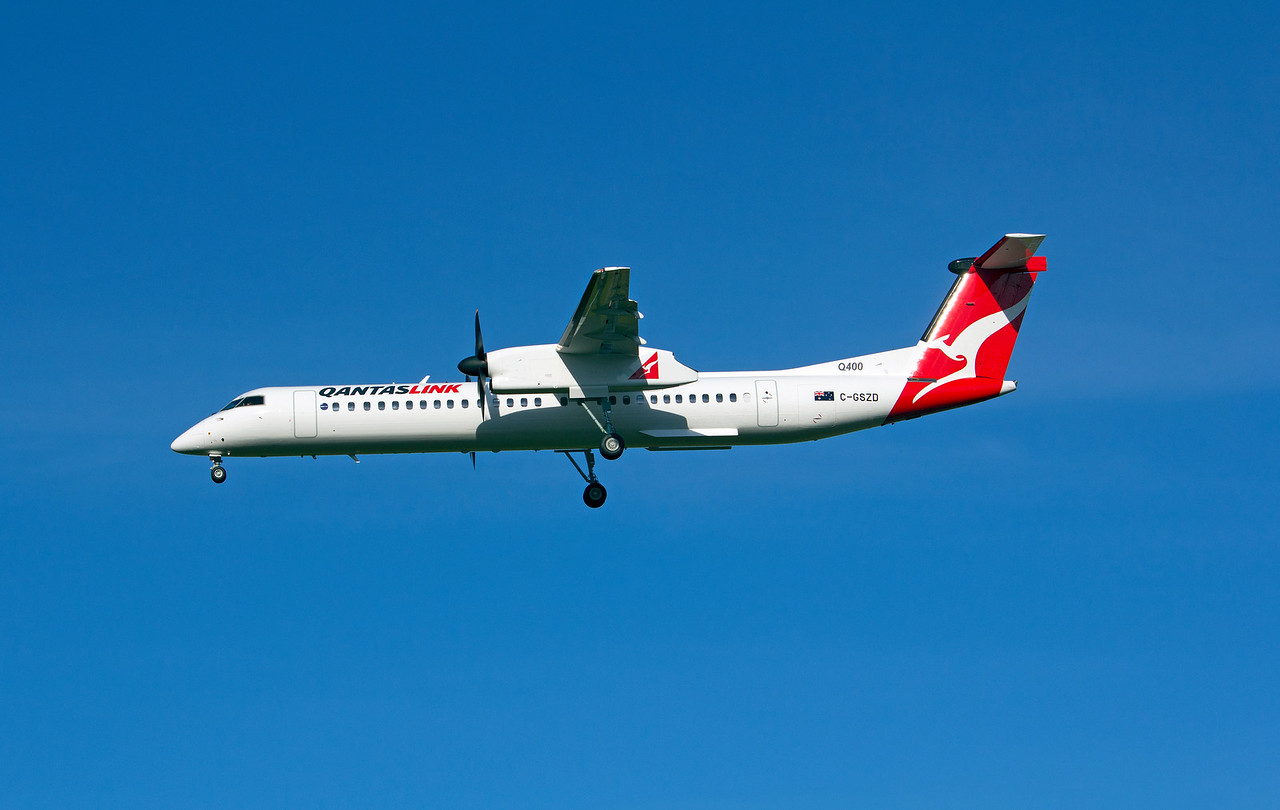 C-GSZD QANTASLINK DASH-8-Q400 delivery flight became VH-LQH