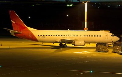 VH-TJE QANTAS B737-400 last night on Australian soil, before departing to the scrap yard.