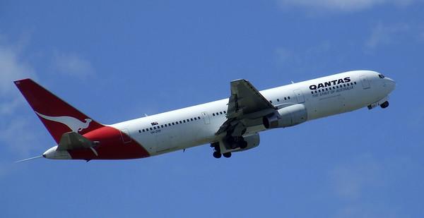 Qantas Boeing 767-300 VH-ZXD