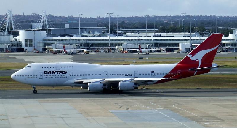 Qantas Boeing 747-400 VH-OJT