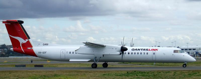 Qantaslink Bombardier Dash 8-400 VH-QOF
