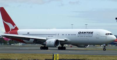 Qantas Boeing 767-300 VH-OGG