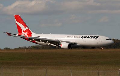 VH-EBP QANTAS A330-200