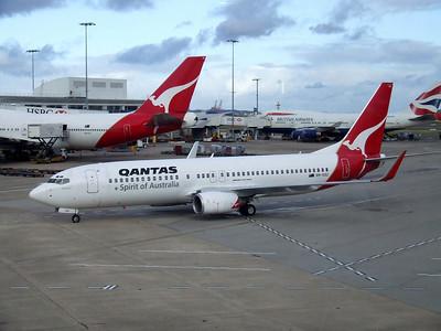Qantas Boeing 737-800 VH-VXU