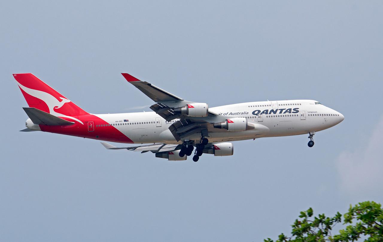VH-OEE QANTAS B747-400