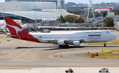 VH-OEH QANTAS B747-400