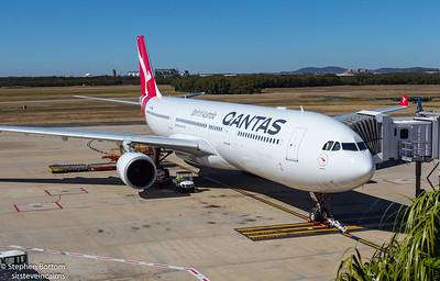 VH-QPH QANTAS A330-300