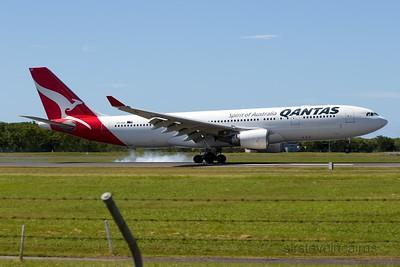 VH-EBK QANTAS A330-200