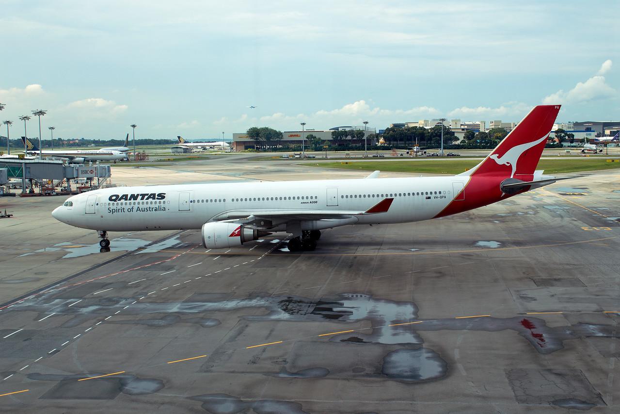 VH-QPA QANTAS A330-300
