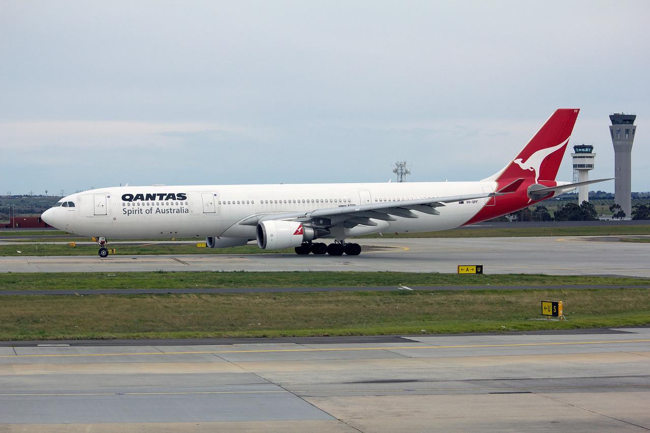 VH-QPF QANTAS A330-300