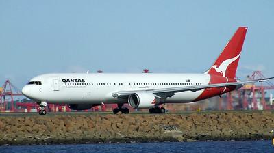 Qantas Boeing 767-300 VH-OGP